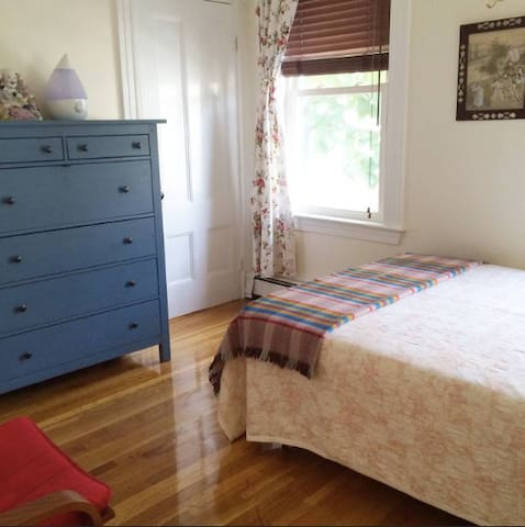 Somerville Private Room/bathroom and car parking