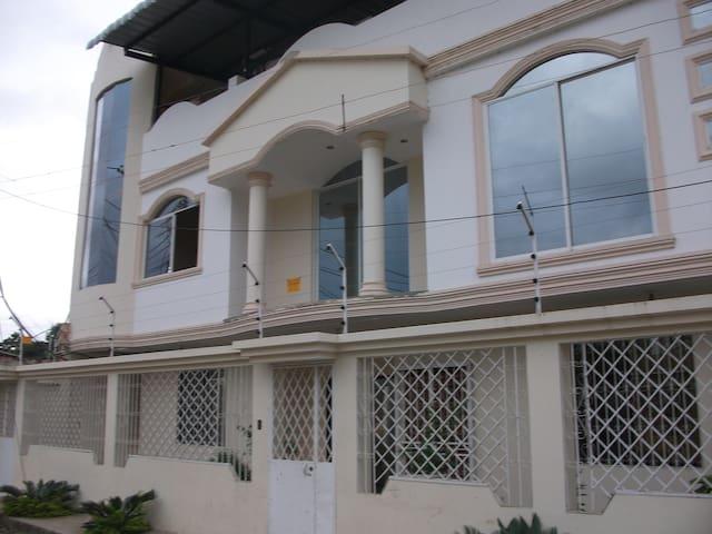 PLANTA BAJA DISPONIBLE - Portoviejo - House