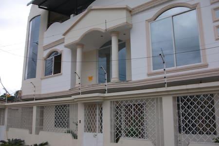 PLANTA BAJA DISPONIBLE - Portoviejo - Huis