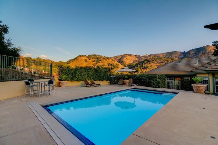 HOUSE AMONG THE OAKS w/ Big Views & Pool & BOCCE