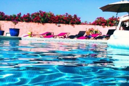Jolie villa avec piscine - Villetelle