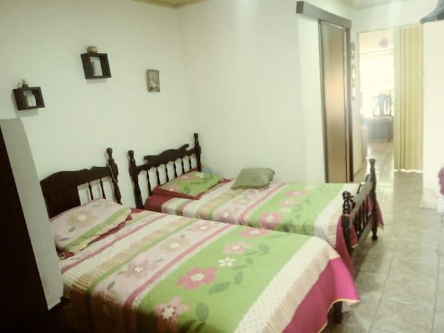 Céntrico y cómodo cuarto en San Isidro, P.Z.