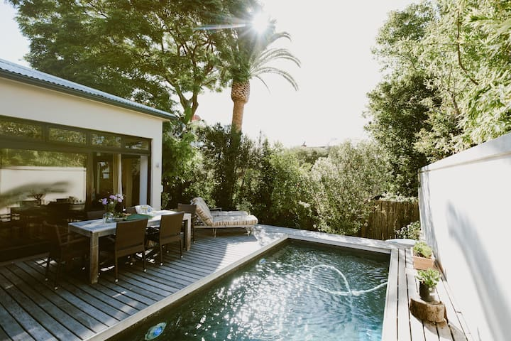 Sunny, central 3BDR Fresnaye house with pool - Cape Town - House