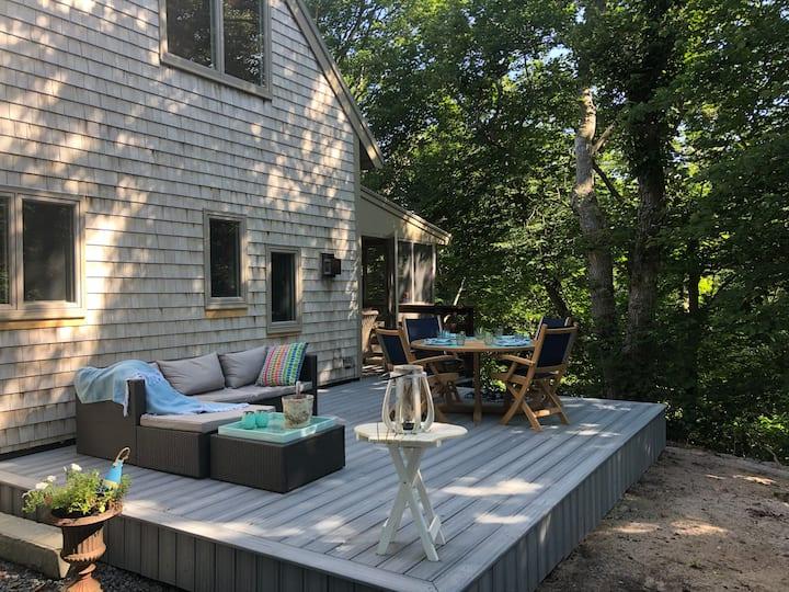 Beach Knoll: quiet 2bd Townhouse, outdoor terraces