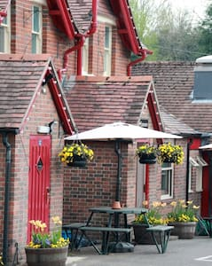 The Tally Ho - an English Country Pub - Hungerford Newtown