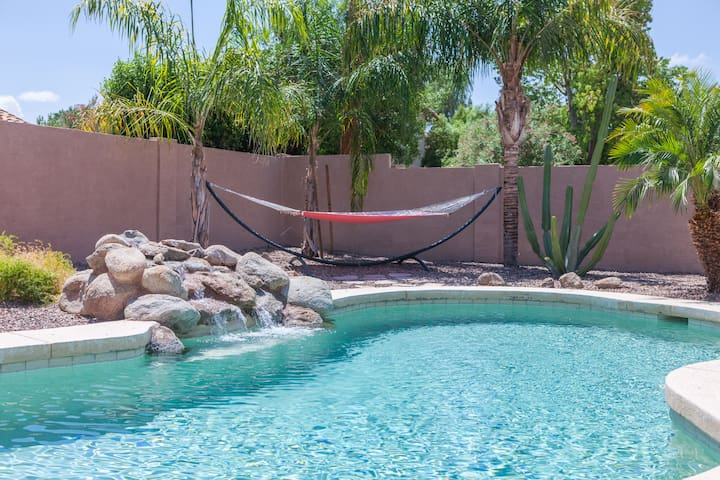 3BR Home w/ Pool & Billiards Table - Gilbert - Casa