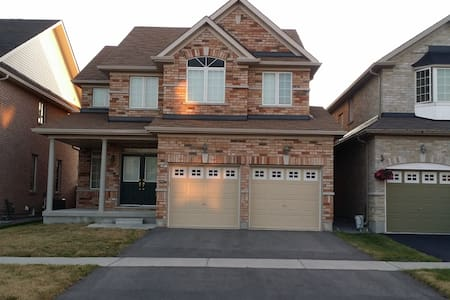 4 BED PRIVATE HOUSE FOR UPTO 10 PEOPLE IN MARKHAM! - Markham