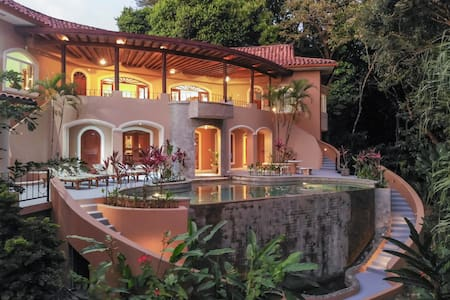 Private Luxury Jungle House! -Newly Renovated.