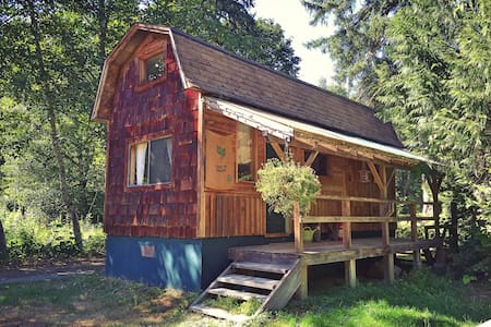 The Cabin on Cloudburst Mtn Farm - Squamish - Srub