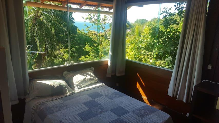 Quarto sala vista mar, a 150 m do centro do Morro.