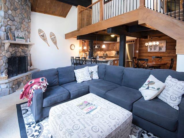 Cozy, Creekside 3BR Vail Condo Ski/Summer Retreat