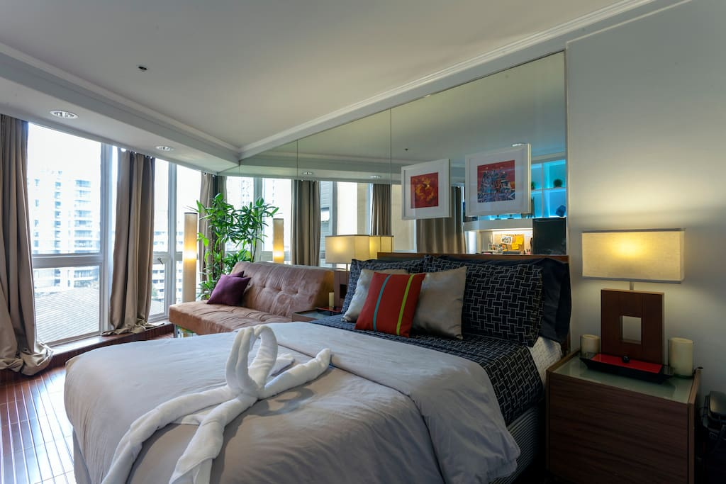 floor to ceiling mirrors make the room feel larger