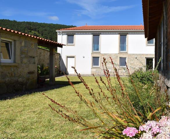 Groot familiehuis in Noord-Portugal - Candemil -  V.N. de Cerveira - Haus