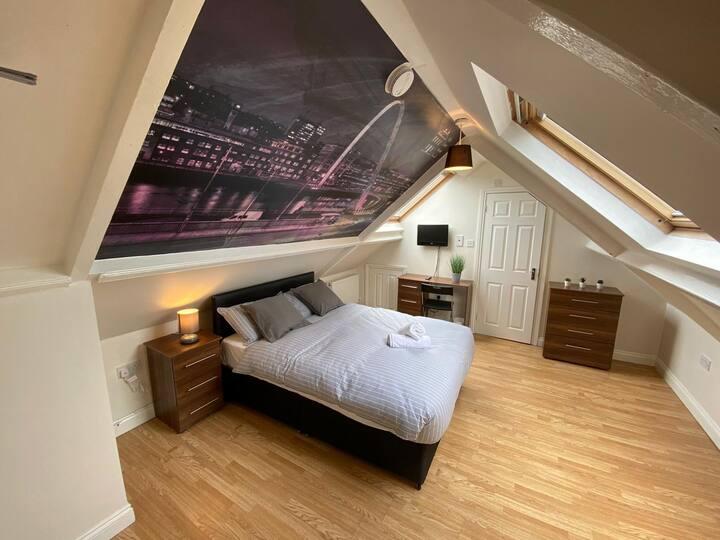 Gorgeous 8 bedroom property with en-suite baths