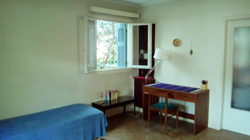 πλήρως επιπλωμένα δωμάτια με κήπο κοντά στη θάλασσα  - Alimos - Talo