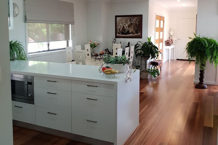 Modern Home in Central Canberra near City