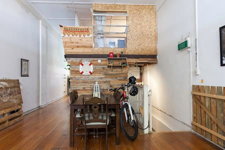 Art Inspired Loft Great Location - Woolloongabba