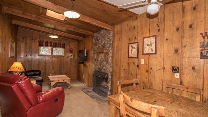 "Canyon Cabins - ""Hummingbird"" -  Upper Canyon - Fireplace & Kitchen & Deck"