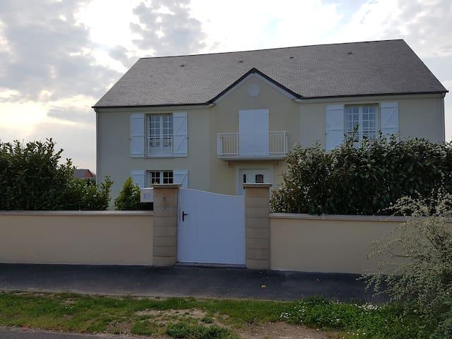 Maison familiale à grands volumes - Saint-Manvieu-Norrey - House