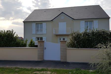 Maison familiale à grands volumes - Saint-Manvieu-Norrey