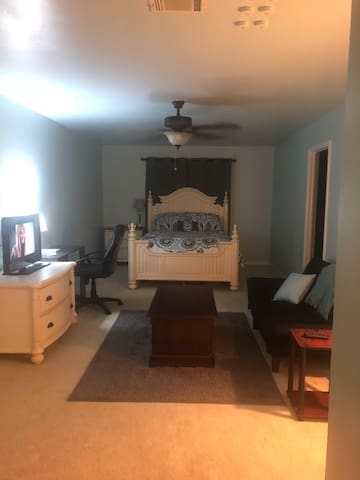 Russellville Home (Extended stay available)