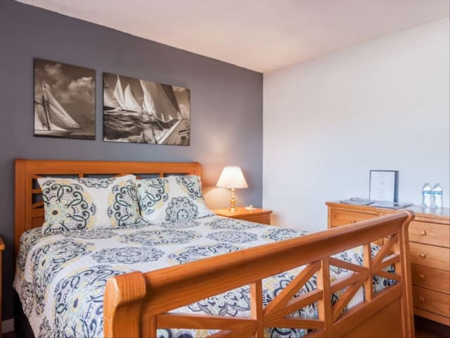 New Spacious Queen Bedroom of Toronto