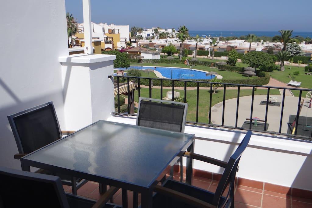Muebles nuevos en la terraza con hermosa vista mar!!