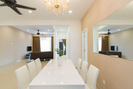 NEW CONDO PRIME LOCATION OPPOSITE PISA&OLIVE HOTEL - Bayan Lepas - Apartament