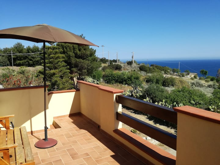 Apartment with 2 bedrooms in Castelsardo, with wonderful sea view and furnished garden - 3 km from the beach