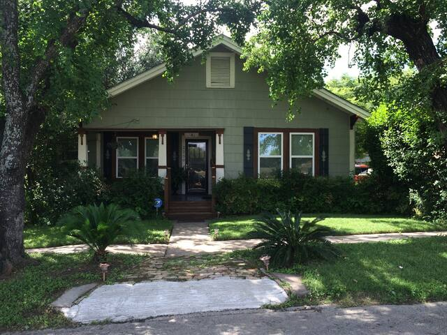 Charming 1920 S Cottage In Pearl Downtown Area Houses