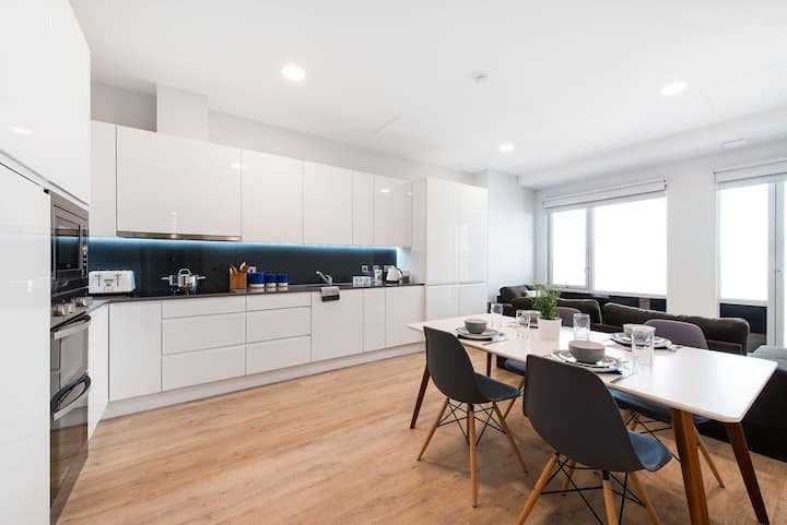 Student Only Property: Superb Classic En-suite