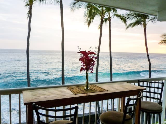 Kona Oceanfront Studio  #311 WITH LANAI and  A/C!!