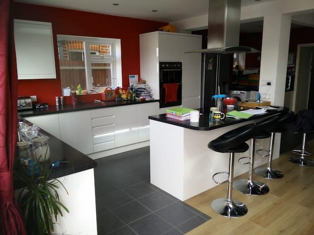 Smart family home - Seaford - Rumah