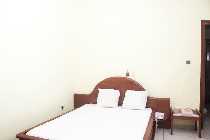 Chambre simple à l'Hôtel Résidence les Cocotiers