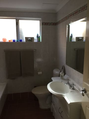 Beachside living in private room with own bathroom - Brighton-Le-Sands