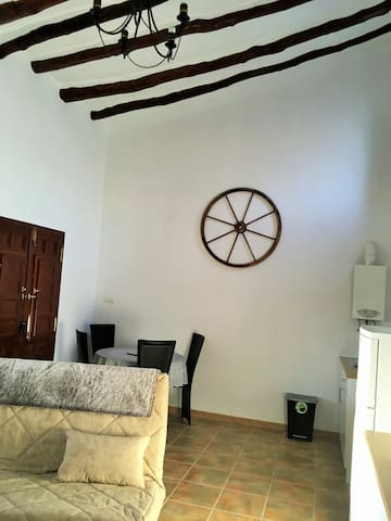 Cortijo Santiago with peaceful mountain location