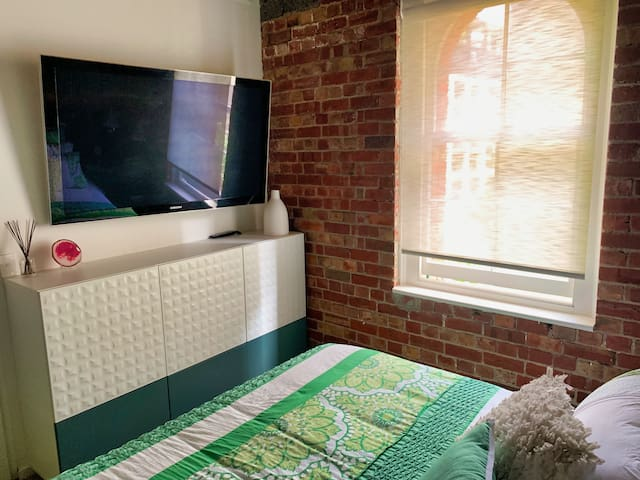 Master bedroom, TV