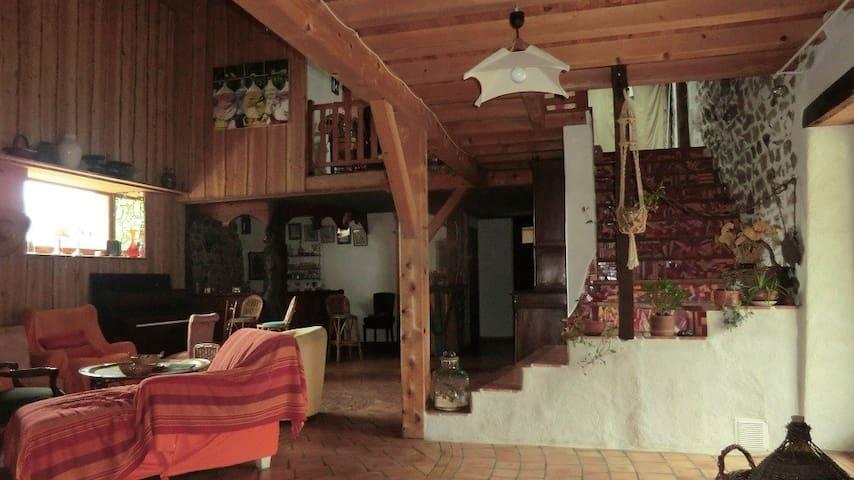 ancienne ferme rénovée - Cremeaux - Hus