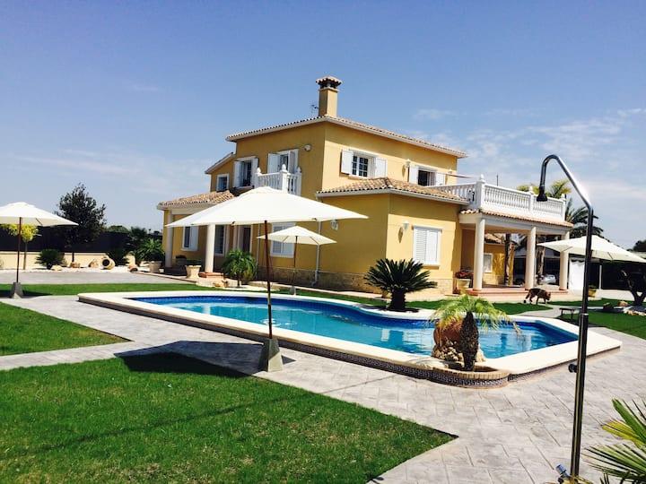 Susana Hills Ático, piscina, Terraza, Wifi & BBQ