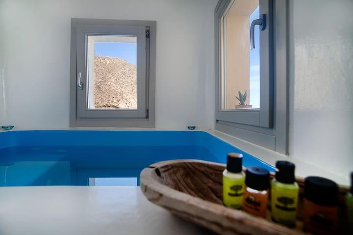 Amazing CASTLE villa, private jacuzzi with seaview