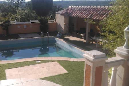 Villa à étage avec piscine - Le Thoronet - Hus