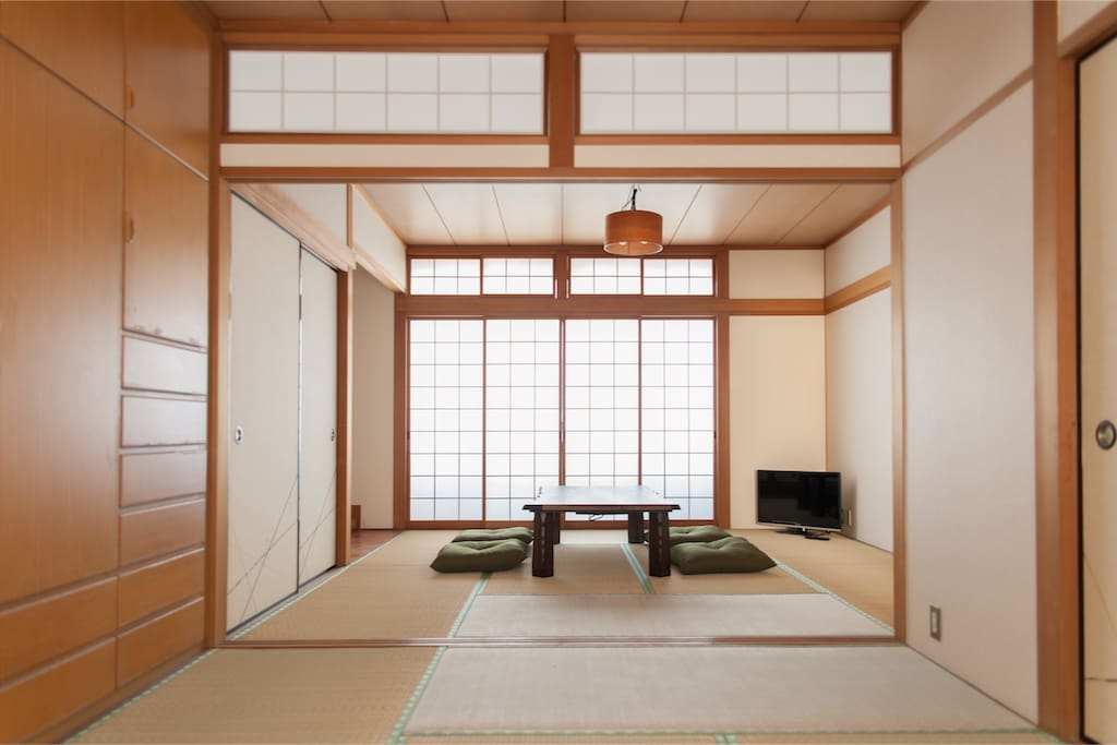 Japanese-style room (2 between More)