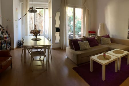 Cozy apartment for 6 with great views and location - Barcelona
