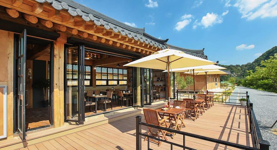 카페와 수영장이 있는, 영월의 현대식 한옥스테이 4인실 소소정 - Suju-myeon, Yeongweol - Villa