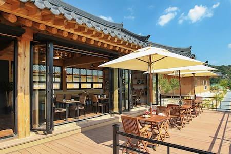카페와 수영장이 있는, 영월의 현대식 한옥스테이 4인실 소소정 - Suju-myeon, Yeongweol - 別荘