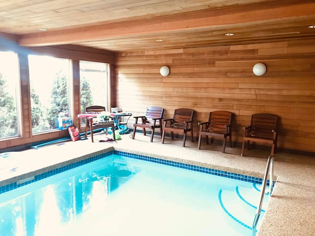 Cozy 1bdrm bathrm w/private entrance.  Pool avail.