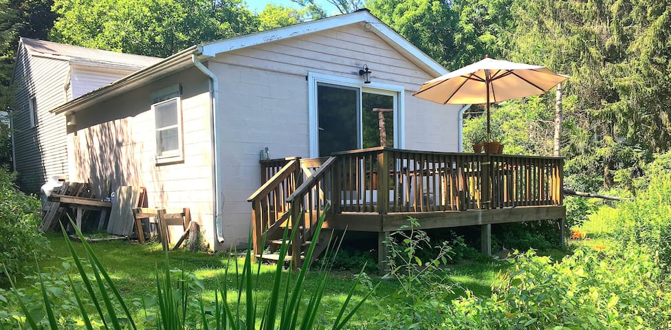 Peaceful Creekside Cottage - Rosendale - Stuga