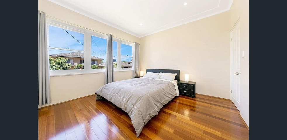 Bright clean house close to Westfield Burwood (1) - Burwood - Huis