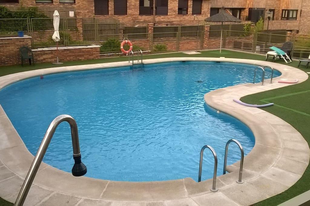 Piso 2 hab garaje piscina parcela condomini in affitto - Pisos con piscina en madrid ...