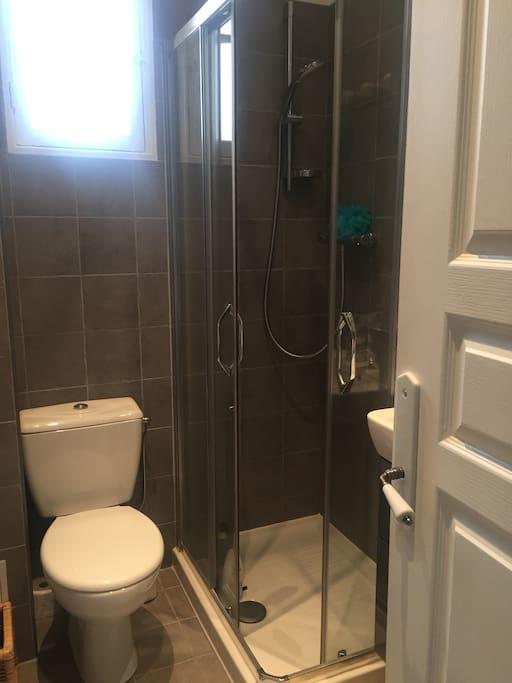 Douche et sanitaires neufs